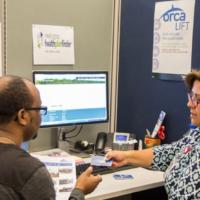 Alianzas en King County ayudan a compartir información sobre herramientas necesarias para superar la pobreza